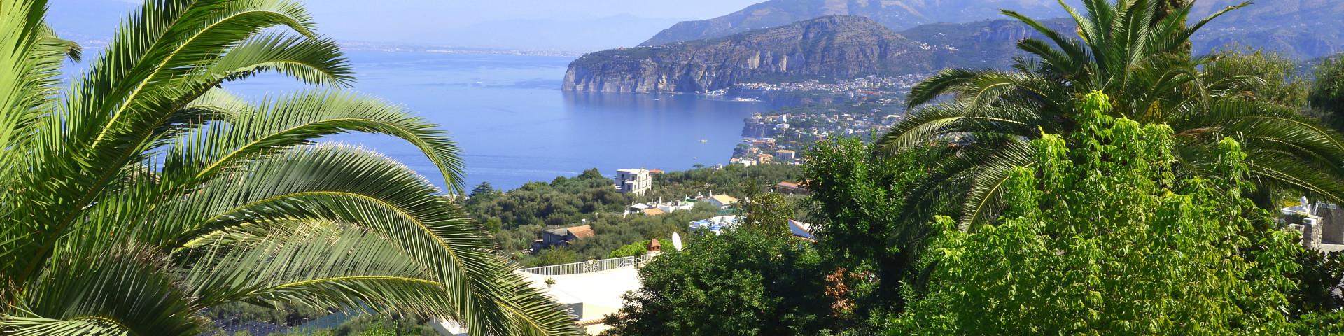 výhled z  vesnice Priora na Neapolský záliv