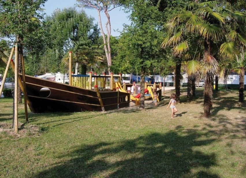 Camping Laguna Village***