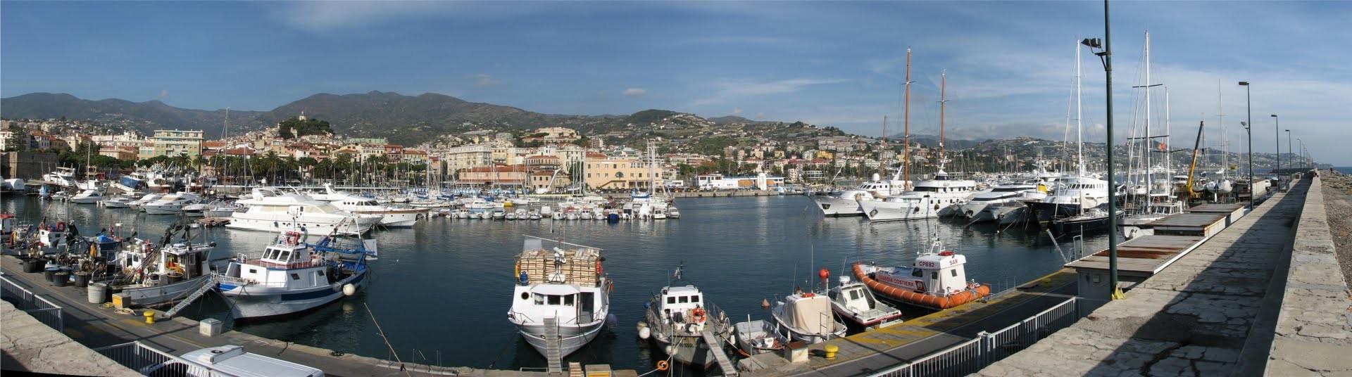 Sanremo, přístav a lodě všech velikostí jsou cílem mnoha turistů