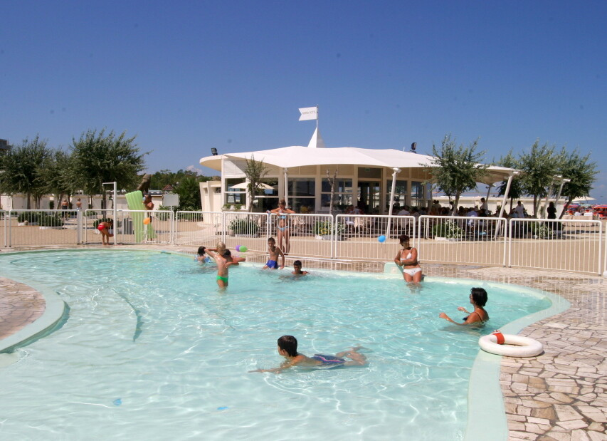 dětský bazén na pláži